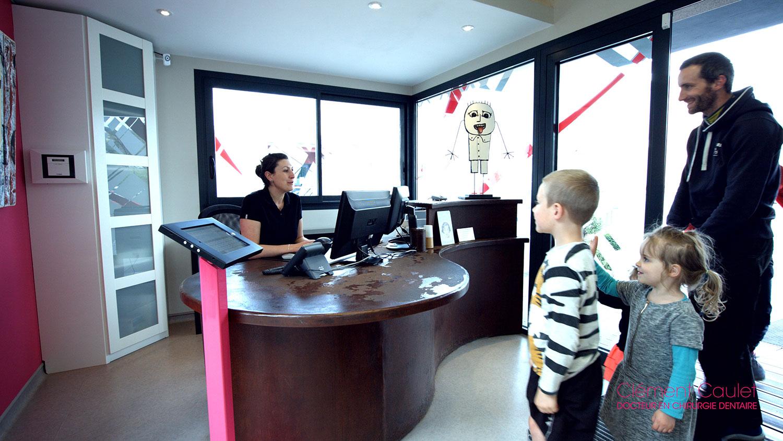 Alexandra vous accueille au cabinet dentaire du dentiste Clément Caulet